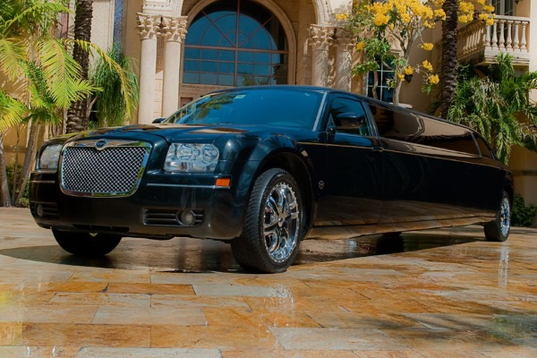 8 Person Chrysler 300 Limo Service Las Vegas