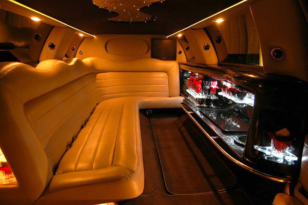 8 Person Lincoln Limo Service Las Vegas