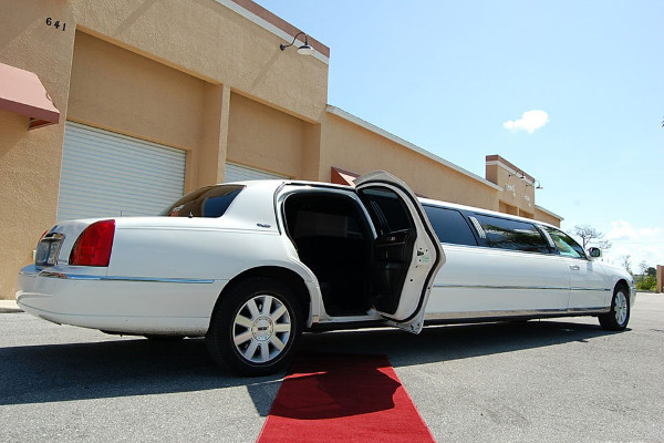 8 Person Lincoln Stretch Limo Las Vegas